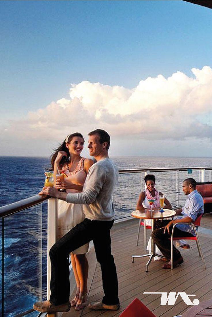 Cantiknya pemandangan matahari terbenam pasti akan Anda temui jika berlibur di atas kapal pesiar. Di Celebrity Constellation Cruise terdapat sebuah Sunset Bar terbuka di bagian atas kapal yang bisa menjadi tempat menghabiskan waktu sore Anda bersama pasangan dengan ditemani segelas minuman segar dan pemandangan sunset yang indah