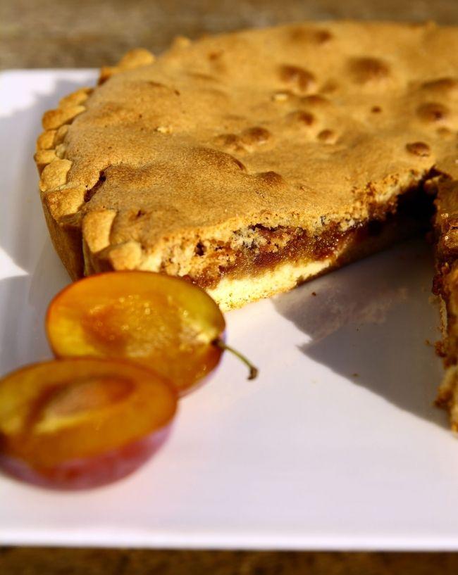 Torta con confettura extra di prugne e amaretti   <3
