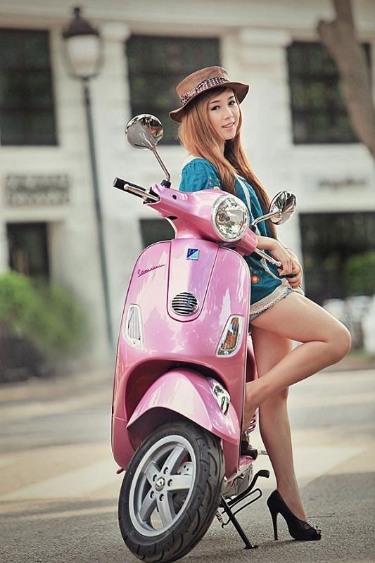 Modern Vespa : Your new daily respectable, clothed scooter