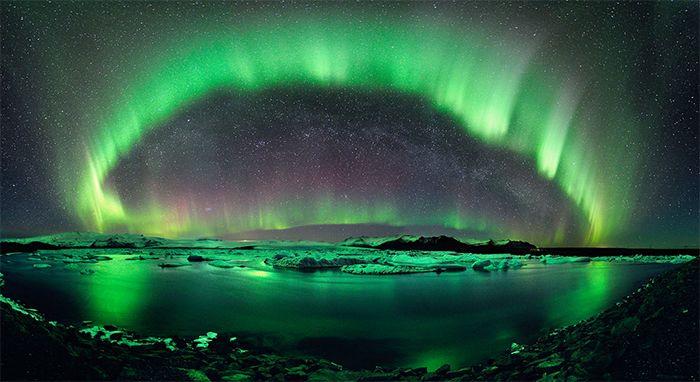 Sarki fény (Aurora Borealis): Izland 2-3* - A téli időszakban is igazán különleges arcát mutatja Izland, sőt… A sarki tél misztikuma tapintható közelségbe kerül a szigeten, melyre csak rásegít a csillagos ég, s az Aurora Borealis esetleges látványa. Izland legszebb látnivalóit igyekeztünk belesűríteni a programunkba, melynek esszenciáját a téli időszak adja.