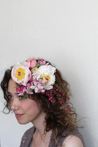 Beautiful flower hair garland... Oh, I just want to go out into flower-filled fields with my sweet baby and make tiaras and dance with the fairies.