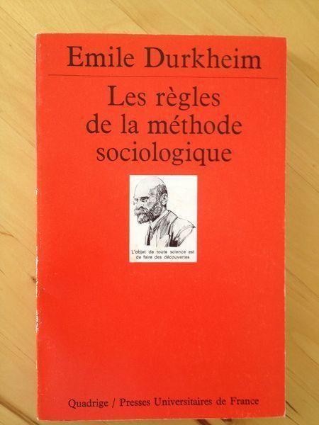 #sociologie : Les Règles De La Méthode Sociologique d'Emile  Durkheim.  « En résumé, les caractères de cette méthode sont les suivants. D'abord, elle est indépendante de toute philosophie […]. En second lieu, notre méthode est objective. Elle est dominée tout entière par cette idée que les faits sociaux sont des choses et doivent être traités comme telles […]. Mais si nous considérons les faits sociaux comme des choses, c'est comme des choses sociales. C'est le troisième trait…