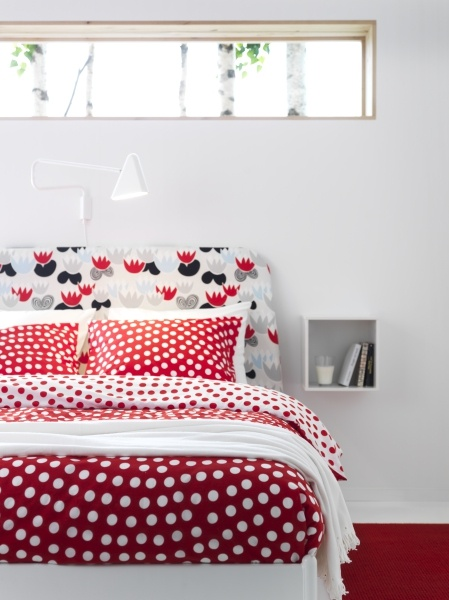 The STENKLÖVER duvet adds the perfect pop of color and pattern, to any lackluster bedroom. Brighten up for the summer!