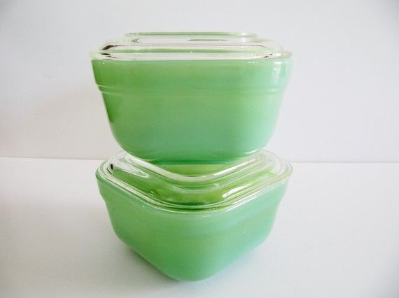 I've been obsessed with vintage milk glass, but now I think I'll switch to vintage Fire King Jadeite.