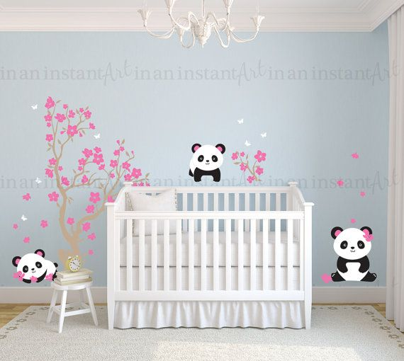 {CA. MATEN}  Boom is 35 breed x 60 hoog Pandas zijn 11- 18 tall Bloesems zijn 1,5- 3,5  Wat is inbegrepen: ~ Test Decal ~ Boom ~ Kleine tak ~ Blossoms ~ 3 pandas ~ Vlinders  {KLEUREN KIEZEN}  Gelieve het Kleurenoverzicht in de aanbieding te bekijken, gebruik de pijlen in de bovenstaande afbeelding om de schuifbalk of klik op de afbeelding onder de afbeelding.  Bij het afrekenen, ziet u een nota aan In een oogwenk kunst vak waar u in uw kleur keuzes uit de grafiek typen kunt.  Als u geen…