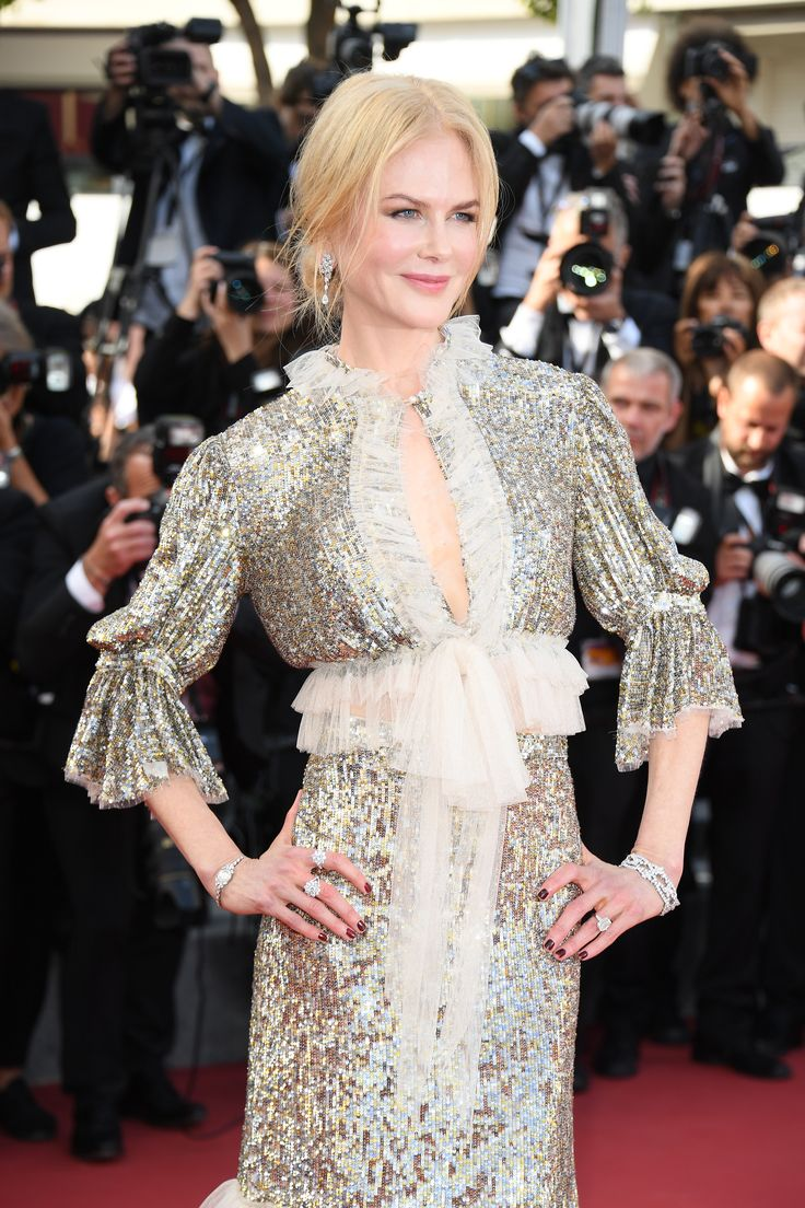 Nicole Kidman wore Harry Winston diamond rings, bracelts, earrings and necklace with her couture sequin floor length dress and simple mesy bun up do in her hair. For glamour celebrity fashion Cannes Film Festival red carpet jewellery spotting travel here: http://www.thejewelleryeditor.com/jewellery/top-5/best-red-carpet-jewellery-jewelry-cannes-film-festival-2017-weekend/ #jewelry