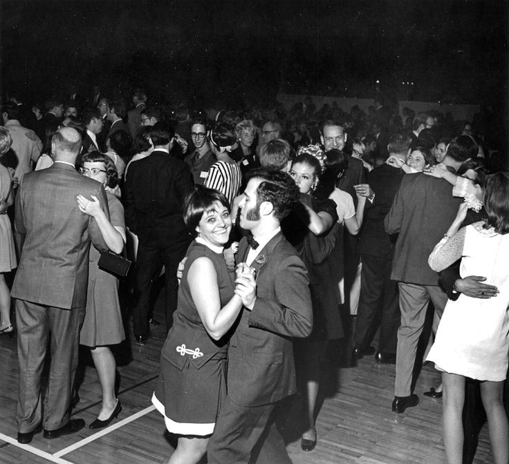 Alumni Homecoming Dance 1969.    S01-01-41