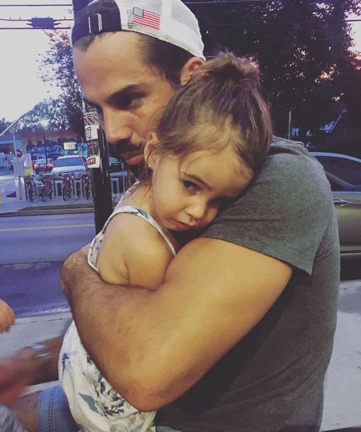 Jessie James Decker & Eric Decker baby girl Vivs