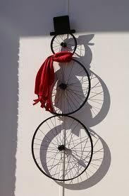 @Courtney Baker Jones Russell  Thought you might like this Kourtni :): Bike wheel snowman. (via Recycled Cycles)
