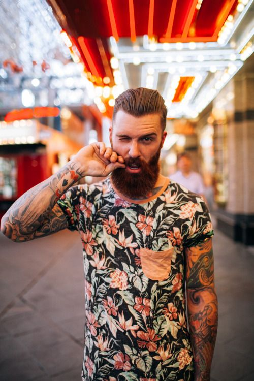 Barbe taillée et cheveux plaqués en arrière #coiffure #coiffeur #cheveux #barbe #hair #hairstyle #beard #tattoos #inked #ink