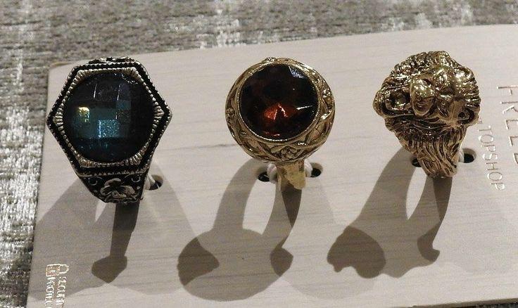 Sada troch prsteňov, strieborný s modrým kameňom, zlatý s hnedým kameňom a zlatý lev. Kvalitná bižutéria FREEDOM od Top Shop-u. V ponuke ako sada alebo osobitne.  Cena: 3 prstene 9 eur 2 prstene 7 eur 1 prsten 4 eur