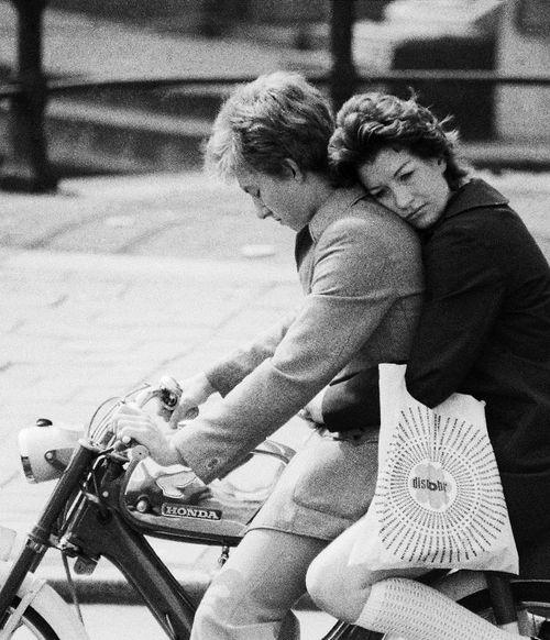 traffic(amsterdam verkeersdrukte), september, 1970(detail) © ed van der elsken, sourcethe nederlands fotomuseum