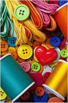 Buttons and Thread (260 pieces)
