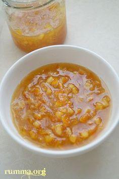 Dedemin portakal reçelinden sonra yediğim en güzel portakal reçeli..Bu güzel tarifi ,yeni tanıştığım bir kardeşim vesilesiyle tattım…:) Mutlaka denemelisiniz .. Kendisine buradan kucak dolusu sevgilerimi yolluyorum. Malzemeler: 5 adet kalın kabuklu portakal 4 su bardağı toz şeker 1 adet limon Yapılışı: Portakallarımızın suyunu sıkarak bir sürahiye alalım. .(çekirdeği yoksa posaları ile birlikte kullanabilirsiniz) Portakal kabuklarını kesme tahtası üzerinde …