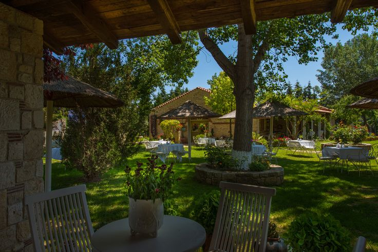 Petrino Suites Hotel is located in an area of outstanding natural beauty, the astonishing Afitos of Halkidiki.