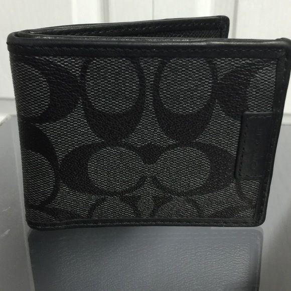 Coach Men's signature ID wallet Coach men's ID wallet holds bills, 3 credit cards and id side for drivers license. Authentic gently used no scratches! Coach Bags Wallets