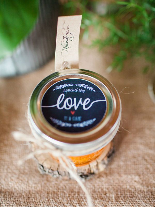 Sweet and simple idea for DIY wedding favors.