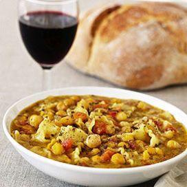 Tipicamente laziale, la pasta e ceci è un primo piatto a base di legumi, molto nutriente e sostanzioso.