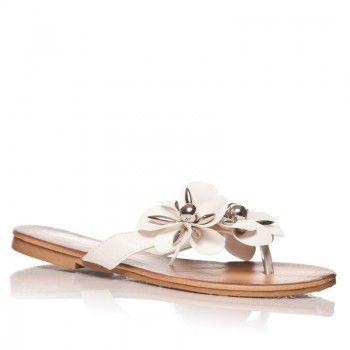 Papucii Lilith – Alb aduc un plus de frumusete picioarelor dumneavoastra. Confectionati din piele ecologica, sunt delicati si se potrivesc oricarei tinute. Trebuie sa ii aveti!