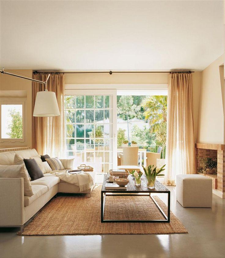 Asientos versátiles  En este proyecto de Jeanette Trensig un sofá modular y un puf son suficientes para la zona de tertulia del salón.