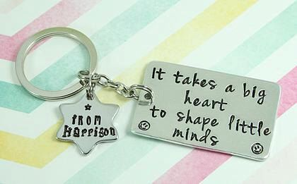 "Teacher | TA | Nursery Assistant | Key Worker Gift ""It takes a big heart to shape little minds"" Personalised Key Chain 