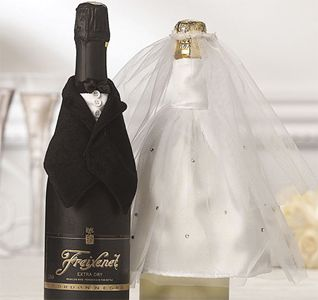 ideas originales de casamientoWedding Dressses, Wedding Favors, Wedding Preparing, Brides Grooms, Wine Bottle Covers, Wedding Ideas, Grooms Bottle, Bridegroom, Wine Bottles