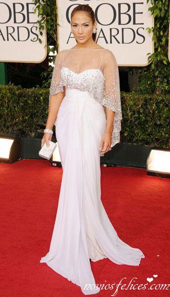 Jennifer Lopez con un elegante vestido blanco de Zuhair Murad.