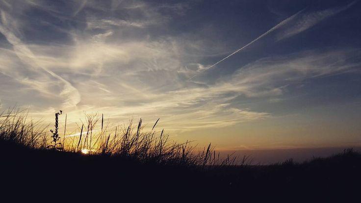 Sunset at the Sea by Michael Bohn (@bohn.bonn) auf Instagram #wenduine #belgiancoast #meer #himmel #wolken #sonnenuntergang #sky #clouds