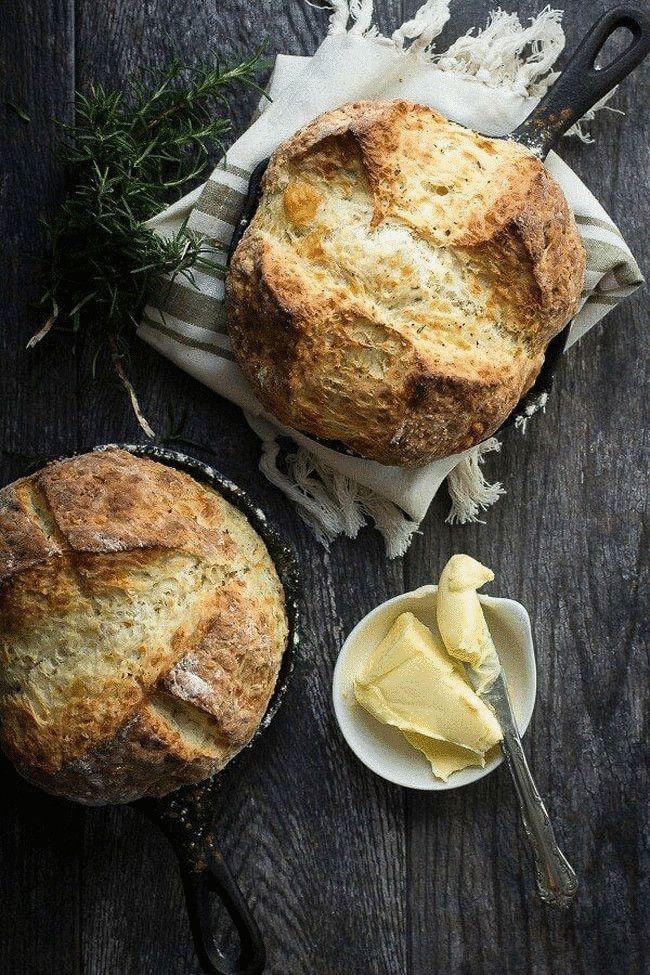 Ирландский содовый хлеб с розмарином и клюквой