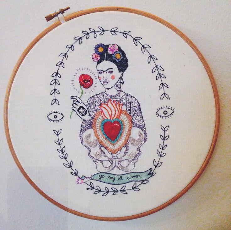 Frida  | filo di cotone su cotone #art #artoftheday #handmade #madeinitaly #ricamo #agoefilo #lettering #embroidery #textile #design #craft #fromanotheroom #rossellaogliarulo #rossellagiasai #artigianato #frida #FridaKahlo #MagdalenaCarmenFriedaKahlo