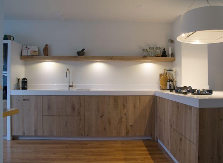 Keukenproject succesvol afgerond en met recht weer een plaatje :-). #kitchen #handmade #puur #design #interior #himacs #pittcooking #wavekitchenproducts #custommade #basic #oak #houtenkeuken #eiken #massief #sijmeninterieur