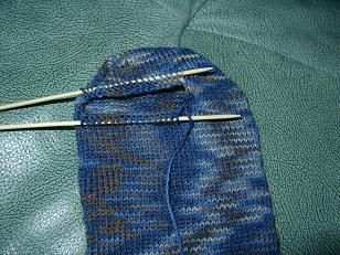 """Die Spitze dieser Socken wird wie eine Ferse gestrickt – daher der Name. Ich gehe bei der Anleitung davon aus, dass man prinzipiell Socken stricken kann, ich erkläre nur, wie """"meine&#82…"""