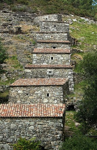 Os muíños do Folón e do Picón son un grupo de 60 muíños en cascada, declarados Ben de Interese Cultural pola Xunta de Galicia - SPAIN
