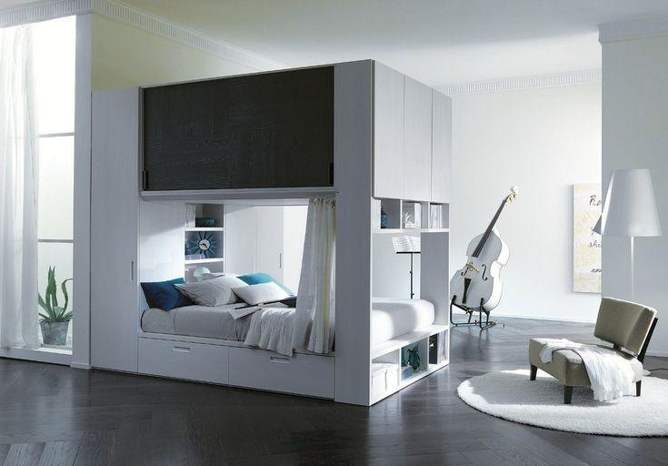 Cama con armario superior en un mismo espacio