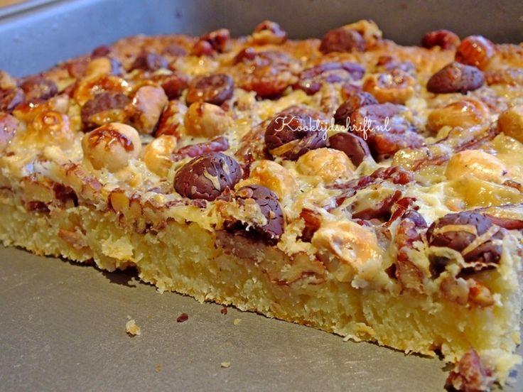 Heerlijke plaatkoek met noten en kokos, favoriet bij een heleboel mensen en lekker makkelijk om te maken. Een aanrader voor op een verjaardag!
