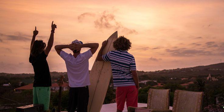 protest1  - Dream job alert: surfen en de hele wereld rondreizen! - Manify.nl