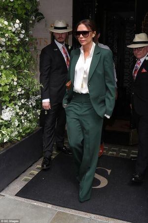 Single The Trousers Jacket Breasted And Tailored Pocket Green Wide Beckham Clutch Wearing Victoria In wpOEXqxc6