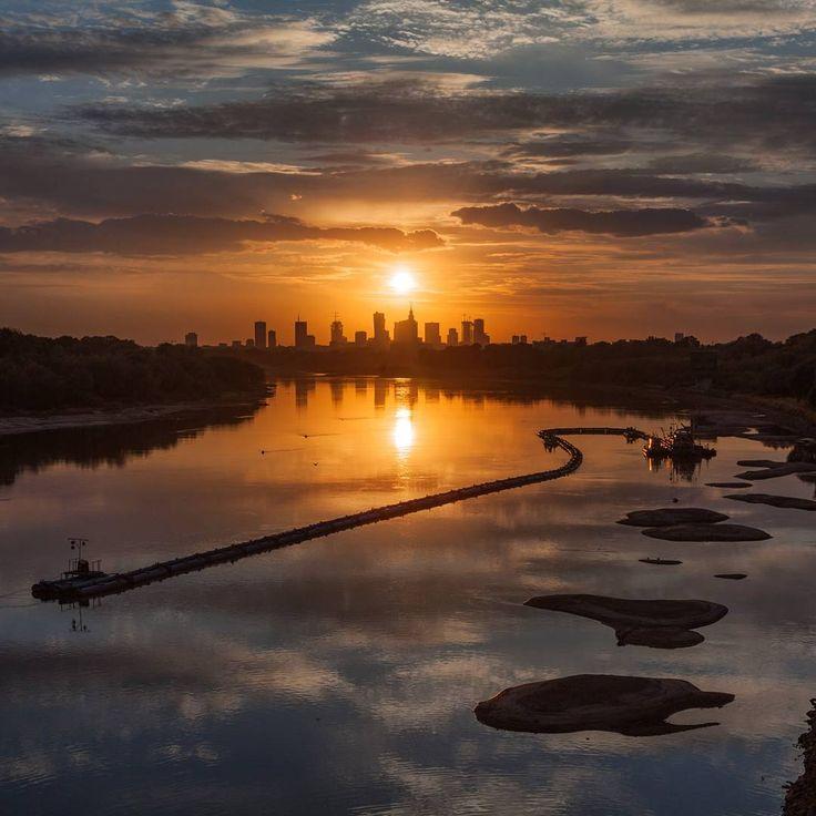 Dziś (21.08.2015r.) Wisła pobiła swój kolejny rekord. Obecnie najniższy stan rzeki to 46 cm.  #warszawa #warsaw #wisła #rzeka #zachódsłońca #panorama