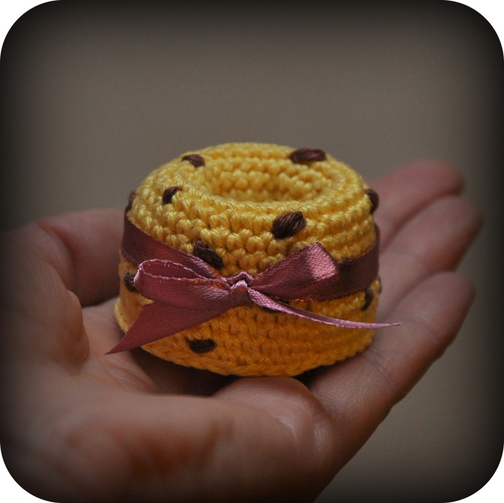 Crocheted Mini Cake with Chocolate - free crochet pattern and tutorial