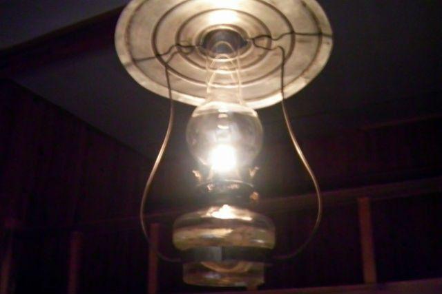 照明はノスタルジックなランプで。レンタルあり。