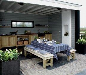buitenkeuken, leuk met openhaard, grijze wand en wit plafond