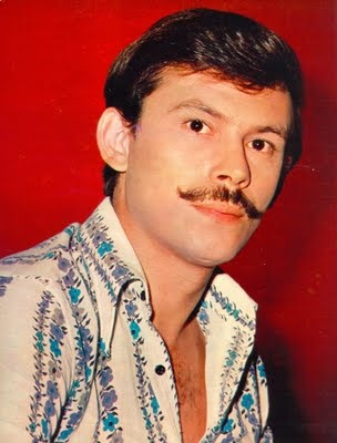 """Jose Wilker and his immoral """"Dona Flor and her two husbands"""" mustache. <3"""