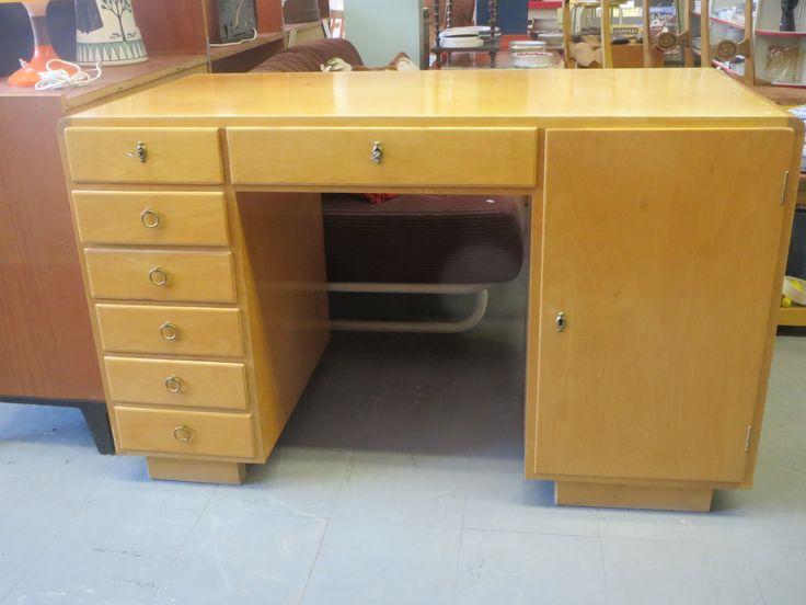 Kaunis ja hyväkuntoinen 50-luvun kirjoituspöytä. Pöytätasossa jonkin verran kulumajälkeä, avaimet tallessa, lukot toimivat, laatikot liikkuvat hyvin ja ovat sisältä siistit.  Leveys 120 cm, syvyys 60 cm, korkeus 75 cm. MYYTY.
