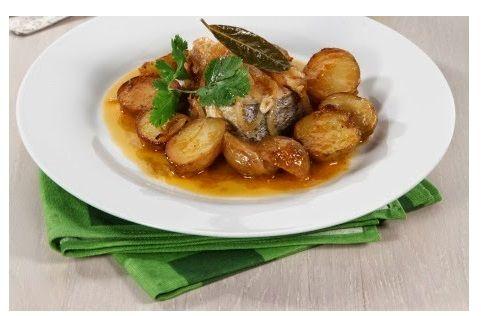 Pescada de cebolada para a sexta-feira santa - http://www.receitasparatodososgostos.net/2016/03/01/pescada-de-cebolada-para-a-sexta-feira-santa/