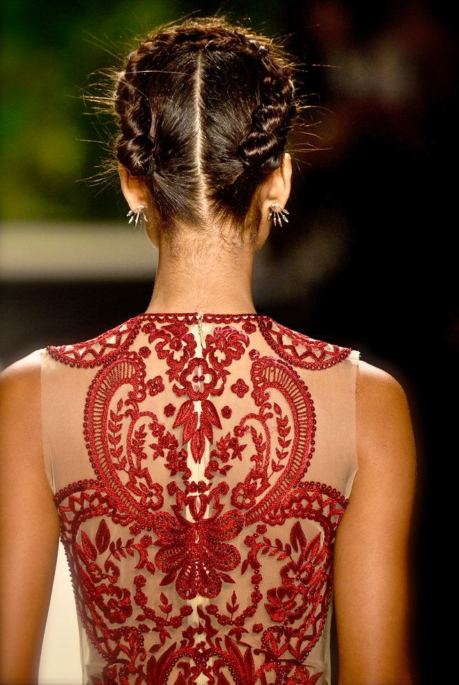 Naeem Khan, model, runway, haute couture, couture, fashion, high fashion, New York Fashion Week, fashion week, NYFW, floral, chiffon, tulle, lace, hairstyle, details, embroidery, princess, fairy tale, Spring 2014, chiffon et ribbons