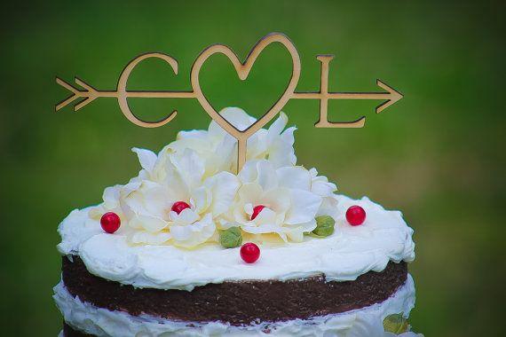 Ehi, ho trovato questa fantastica inserzione di Etsy su https://www.etsy.com/it/listing/231031248/rustico-iniziali-freccia-torta-topper