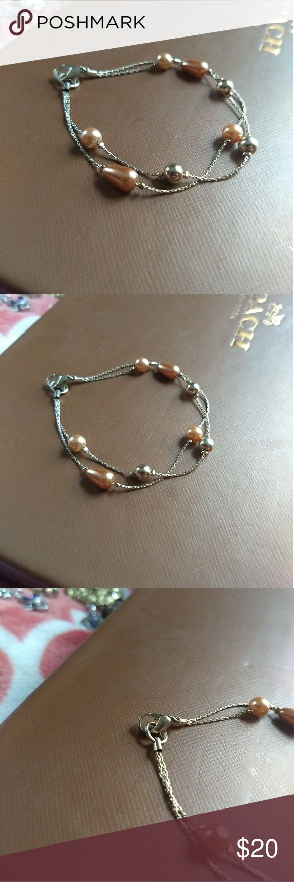 NWOT Rose Gold Bracelet Beautiful rose gold pearl bracelet!! So delicate and just absolutely gorgeous  & Other Stories Jewelry Bracelets #rosegoldbracelets