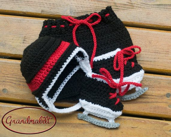 CHICAGO BLACKHAWKS Traditional Crocheted Hockey Set Helmet