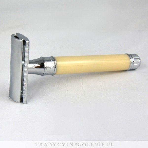 Elegancka tradycyjna maszynka do golenia z ekstra długą rączką w kolorze kości słoniowej - doskonale trzyma się w dłoni. Każdy szczegół maszynki został dopracowany przez fachowców Edwin Jaggera - precyzyjnie wykonany grzebień oraz solidna rączka sprawią, że codzienne golenie jest przyjemnością. Maszynka wykończona jest wysokiej jakości chromowaniem.