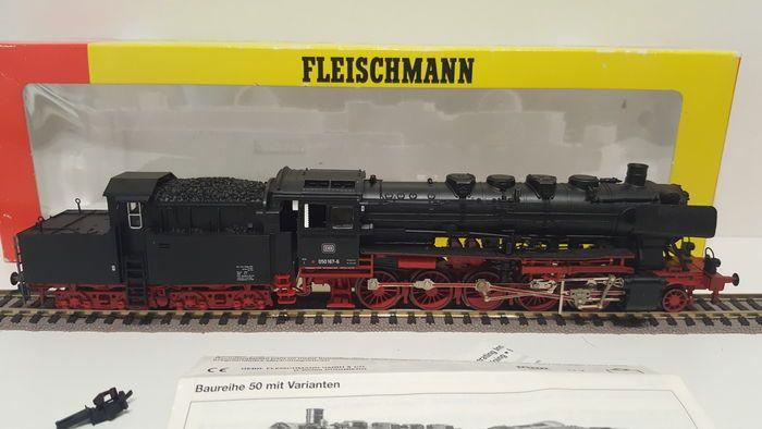 Fleischmann H0 - 4175 - Stoomlocomotief BR 50 met tender van de DB  Fleischmann H0 - 4175 - Stoomlocomotief BR 50 met tender van de DBZware goederenlocomotief Type 1 E h2 bouwserie 50 van de DB 6-assig.Bedrijfsnummer: 50 058L.o.b: 270mm.Deze locomotief is evenals zijn voorgangers uitgevoerd in een voortreffelijke schaaldetaillering. Ketel volkomen vrij van het drijfwerkAandrijving door de tender waar vier van de zes wielen voor verhoging van de trekkracht zijn voorzien van anti-slip ringen…